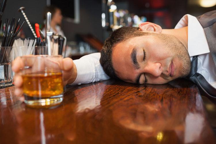 Tại sao khi uống rượu lại thấy buồn ngủ và muốn ăn? Hầu như ai trong số chúng ta cũng từng có dịp uống rượu, thậm chí là say rượu, nhưng câu hỏi tại sao lại say rượu và những cảm giác khi uống rượu thì không phải ai cũng giải thích được. Bài viết […]