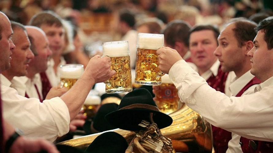 Đức từ lâu đã được biết đến như một đất nước mà người dân uống bia thay nước, bia đã trở thành một phần cuộc sống của họ. Bia Đức từ lâu đã trở thành thương hiệu mang tầm cỡ thế giới, không chỉ là một loại đồ uống, bia còn là tượng trưng cho […]