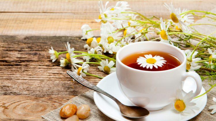 Không chỉ là một thức uống bổ dưỡng, trà hoa cúc còn có tác dụng kháng khuẩn, chống vi khuẩn gây cảm cúm, giảm mỡ trong máu và giúp giải tỏa căng thẳng một cách hiệu quả. Hoa cúc không chỉ là loài hoa trang trí cho không gian sống mà còn được sử dụng […]