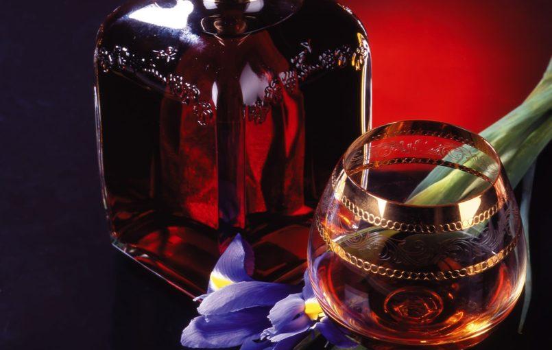 """Mỗi ngày uống một lượng rượu vang đỏ thích hợp sẽ giúp chị em duy trì được vóc dáng thon thả của mình. Kết quả của công trình nghiên cứu này vừa được các nhà khoa học công bố trên tạp chí """"Annals of Internal Medicine"""" nước Mỹ. Uống rượu vang đỏ, tăng cân ít […]"""