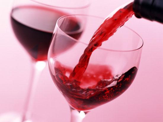 Rượu vang có tác dụng kích thích tiêu hoá, giúp ăn ngon miệng, tinh thần sảng khoái, tăng cường thêm năng lượng, chất dinh dưỡng cho cơ thể. Đặc biệt với hoạt chất polyphenol và anthoxian sẵn có trong rượu vang như các nhà khoa học đã chứng minh, uống rượu vang điều độ từ […]
