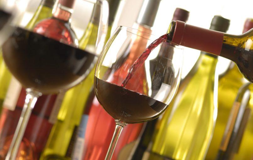 Để có một kiến thức cơ bản về rượu vang chúng ta hãy cùng nhau tìm hỉu về mùi vị của các loại rượu . Vang trắng có các mùi hương đặc trưng sau: –Chardonnay: Hương hạnh nhân, dưa bở, chanh, bưởi, chuối. –CheninBlanc: Hương táo, hạnh nhân, quít. –Các hương liệu của gia vị: […]