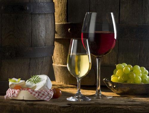 Rượu vang được ví như là mật hoa của các vị thần. Nó là một trong những thức uống quý giá nhất, lâu đời nhất của nhân loại. Và thật không có gì tốt hơn so với việc thưởng thức một ly rượu vang sau một ngày vất vả. Uống rượu vang điều độ có […]