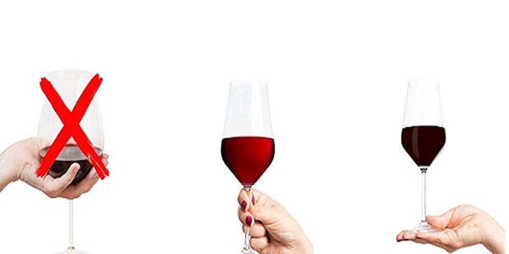 Nhiều người khi uống rượu vang hay có thói quen cầm vào bầu ly hoặc chân ly. Vậycách cầm ly rượu vangnào là đúng để thưởng thức rượu vang ngon nhất. Bài viết dưới sẽ chia sẻ với bạn nguyên tắc cầm ly có thể giúp bạn phần nào. Nguyên tắc cầm ly rượu vang […]