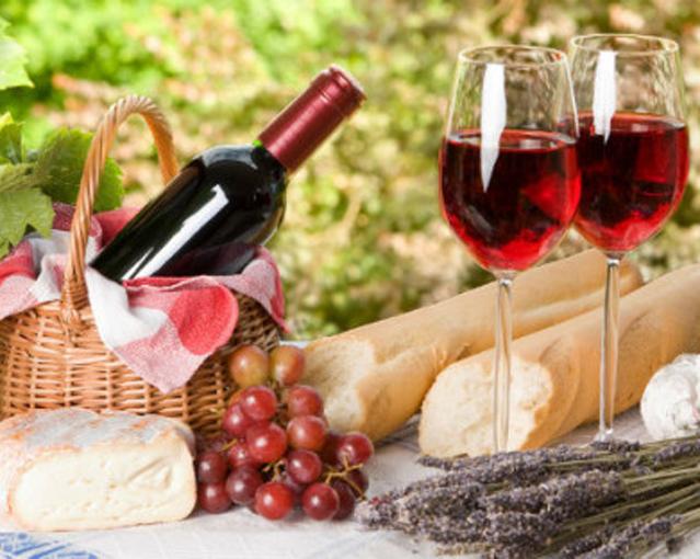Rượu vang có tác dụng rất tốt đối với sức khỏe con người nói chung và đối với phụ nữ nói riêng nếu dùng đúng cách, vừa đủ. 1. Giảm quá trình xơ vữa động mạch Nguyên nhân hình thành các mảng xơ vữa động mạch là do quá trình oxy hoá của lipoprotein trong […]
