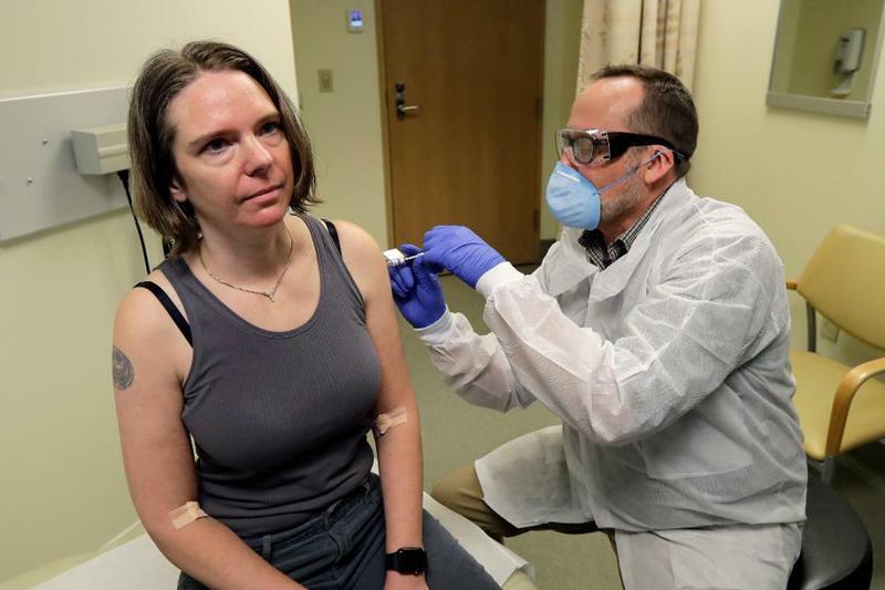 Thử nghiệm lâm sàng giai đoạn một về vaccine tiềm năng cho virus SARS-CoV2 với tên gọi mRNA-1273 bắt đầu vào ngày 16/3 tại Viện nghiên cứu y tế Kaiser Permanente Washington tại thành phố Seattle, bang Washington, Mỹ. Nghiên cứu giai đoạn một nhằm mục đích thử nghiệm ba liều khác nhau của vaccine […]